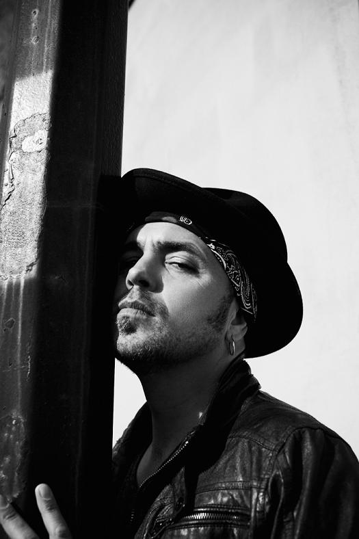 Interview: Hawksley Workman plays Whitby, Dracula's small town, Nov. 28